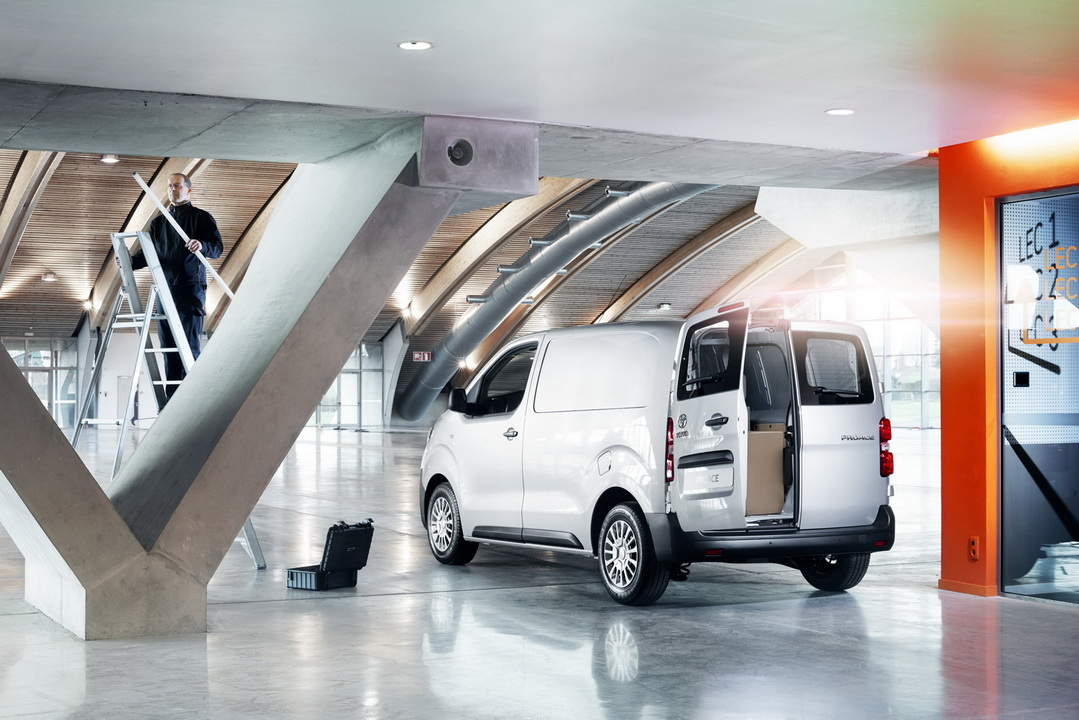 2016 ToyotaProace 12