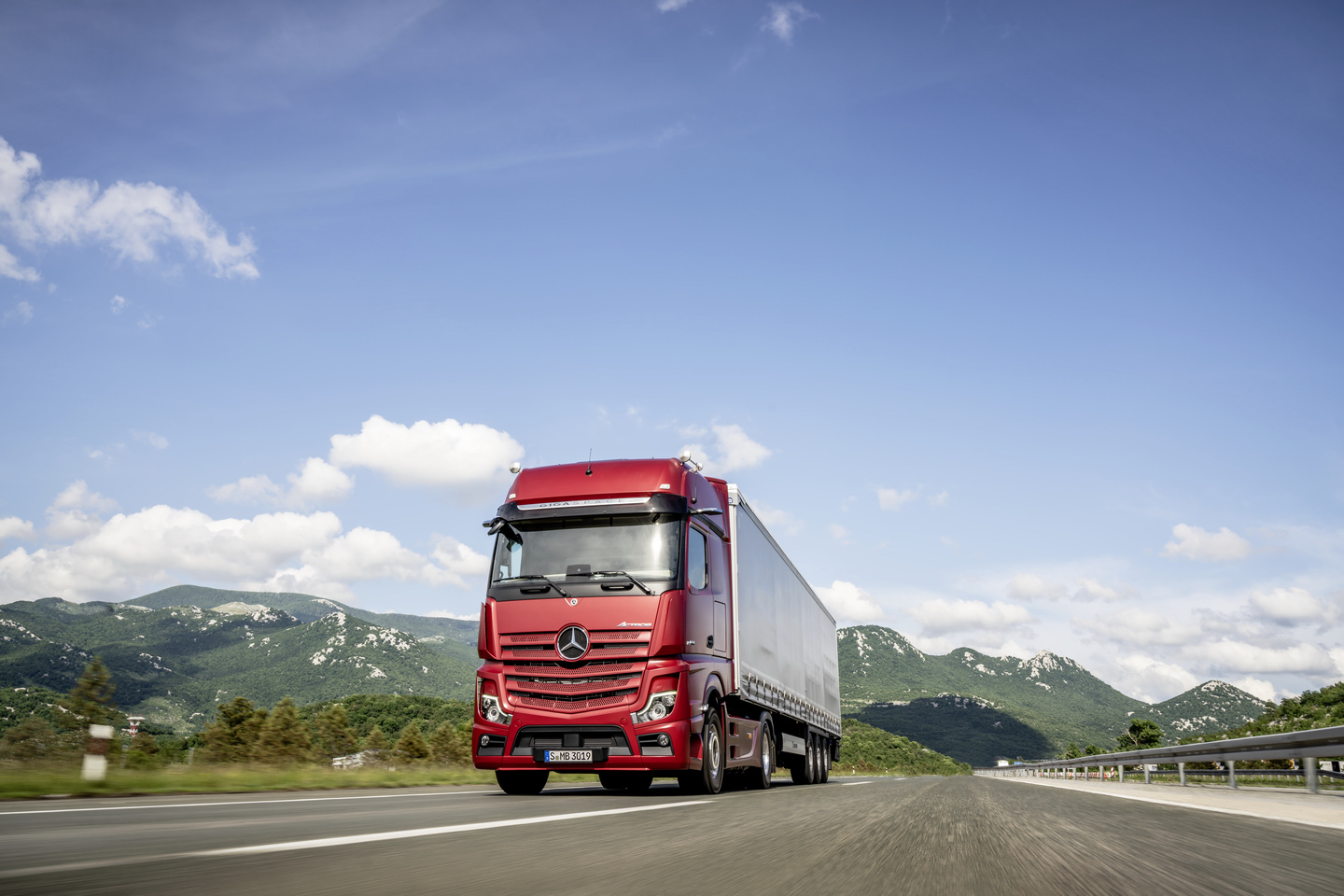 Mercedes Benz Actros Truck of the Year 2020 0