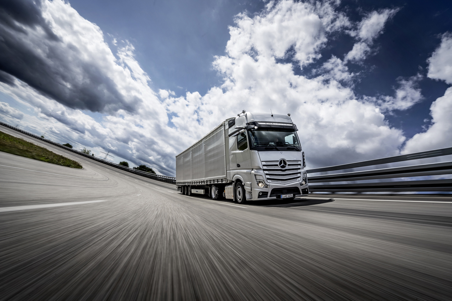 Mercedes Benz Actros Truck of the Year 2020 1