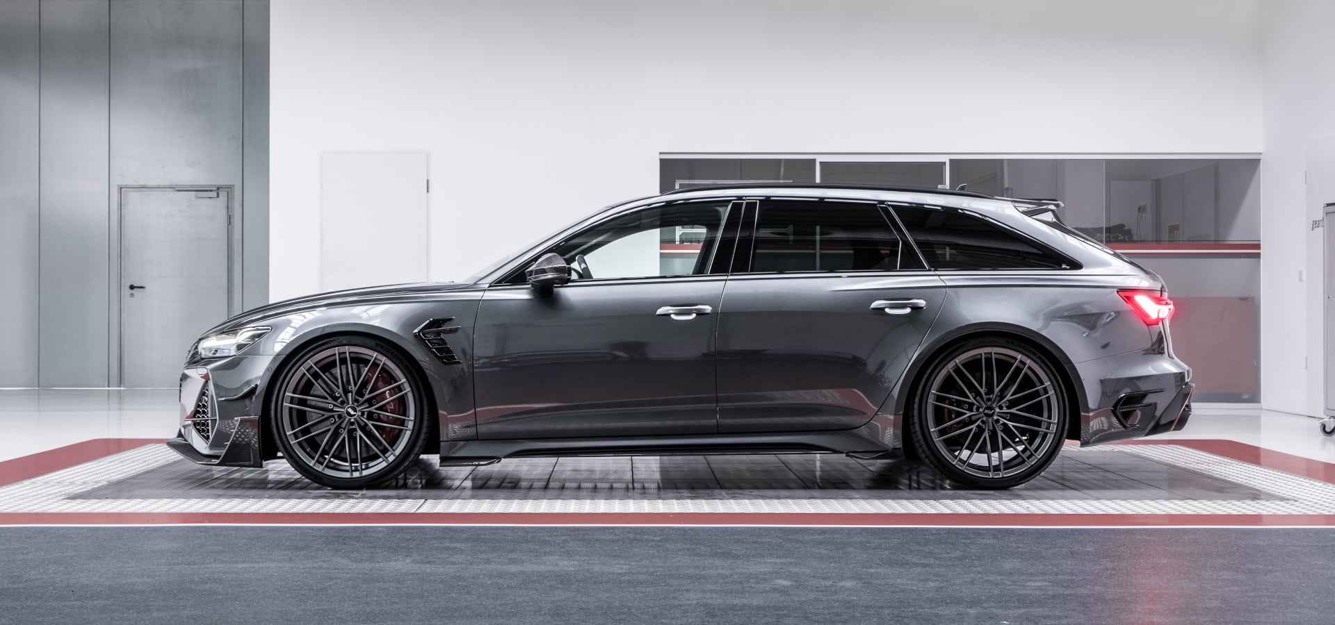 ABT RS6 R 2020 Limited 44